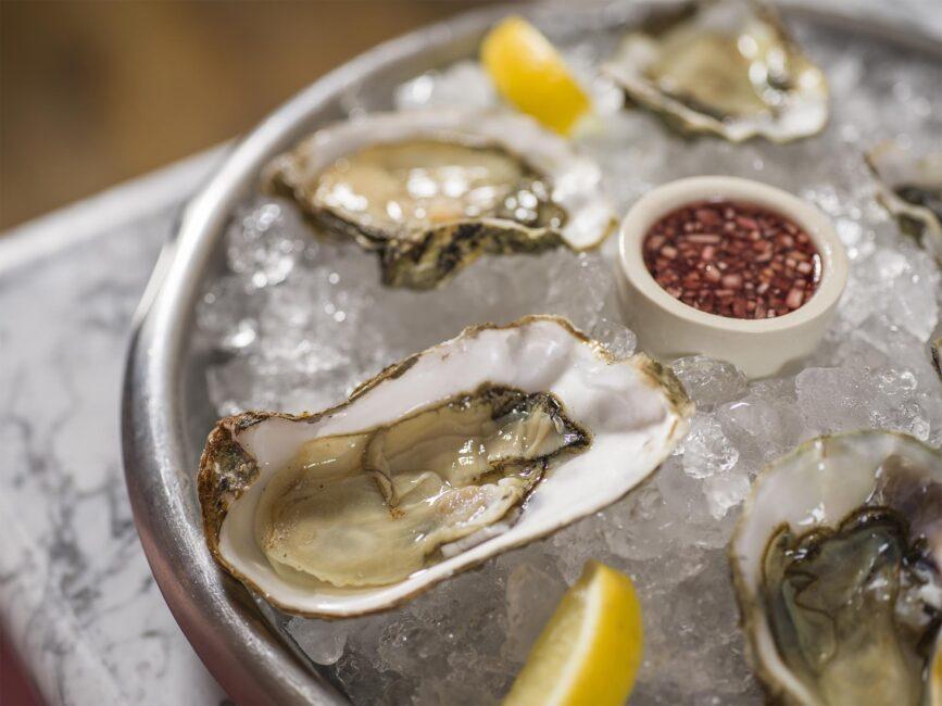 28-50 oyster platter close-up